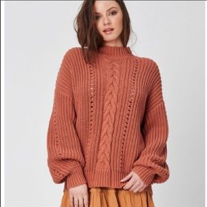 Lost and Wander• Lasso sweater